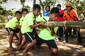 Lomba dorong Bambu